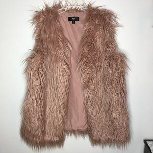 Mossimo Blush Light Pink (Nude) Faux Fur Vest💕